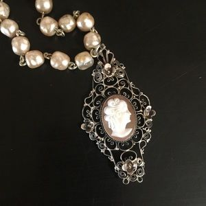 Jewelry - Vintage Shell Carved Filagree Cameo Necklace